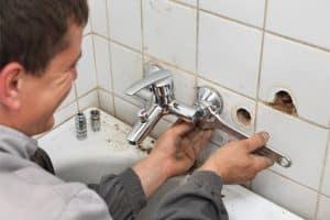 תיקון נזילה בברז מקלחת