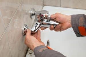 טיפול בנזילה בברז מקלחת