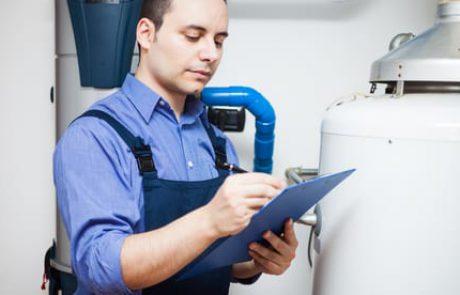 פתיחת סתימה בשירותים – לבד או עם איש מקצוע