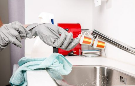 איך פותחים סתימה בכיור